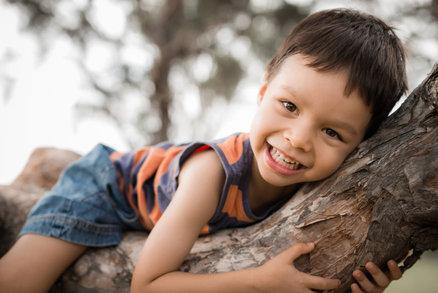 Pětileté dítě by se mělo denně hodinu tak, aby se pořádně zadýchalo
