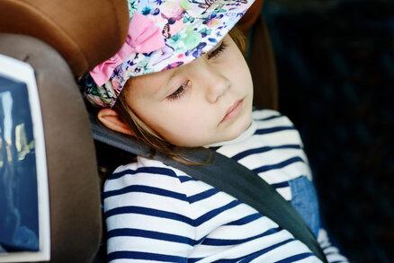 Zvracení v autě: Jak dětem pomoci, aby jim nebylo špatně?