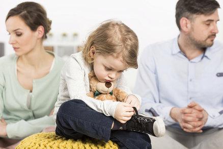 6 mýtů o výživném, kvůli kterým rodiče nebojují o peníze pro děti