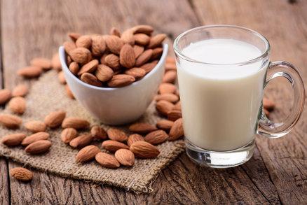 Rostlinná mléka: Jsou skutečně zdravější a vhodnější na hubnutí?