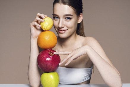 Suché oči, špatná nálada a lámání nehtů: Jak poznáte, který vitamin vám chybí?