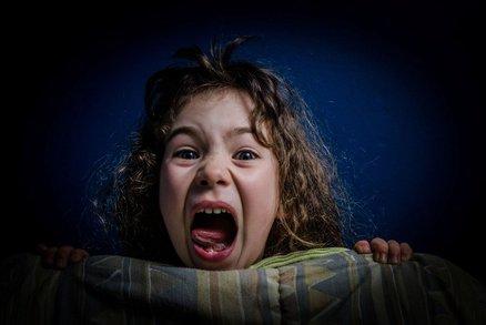 Pozor, dítě, které vyděšeně křičí ze spaní, nikdy nebuďte! Co hrozí?