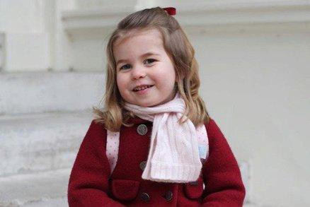 Tak tu bychom nepoznali! Princezna Charlotte nastoupila do školky