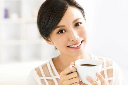 Co vám pomůže proti celulitidě? Jablečný ocet, kofein a kartáč!