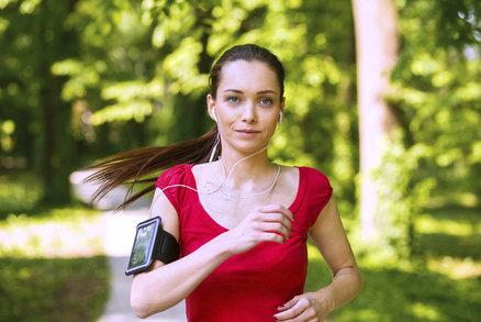 Běhání, nebo chůze? Co doopravdy lépe funguje na hubnutí a proč?