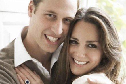 Kate je 6 let vdaná a pořád hubená a dokonalá! Připomeňte si první manželský polibek