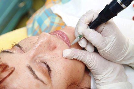 Permanentní make-up: Co všechno obnáší hit současnosti?