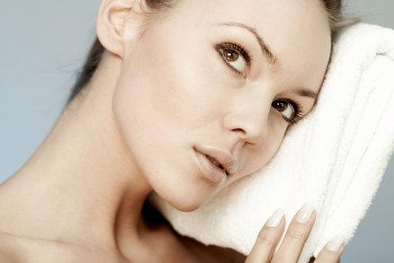7 zlozvyků, kterými ničíte své ručníky a osušky. Hodně prášku, aviváž a žehlička
