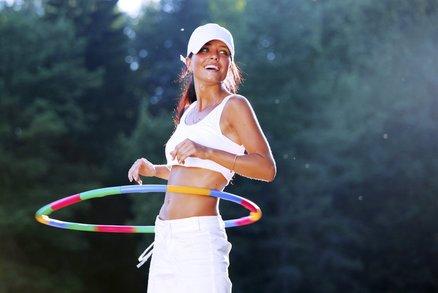 Znáte hula hooping? Hubne díky němu i Michelle Obama