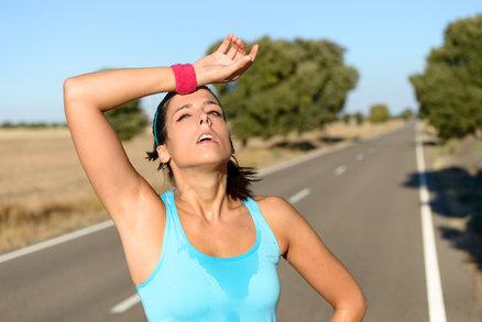Dřina ve fitku je pasé! Při hubnutí je třeba sportovat na pohodu.
