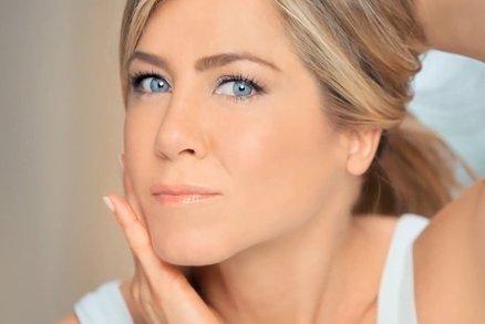 Kosmetika, kterou používá Jennifer Aniston: Můžete si ji dovolit i vy!