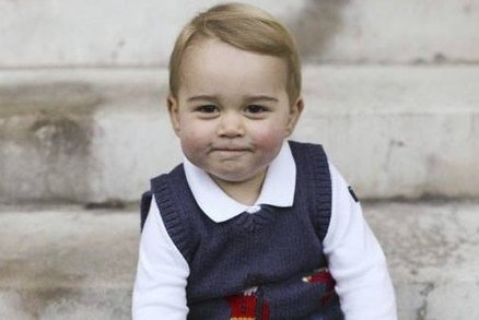 Nejnovější fotky prince George exkluzivně: Velký bráška je roztomilost sama!