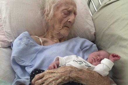 Dojemné! Poslední foto umírající babičky s její vnučkou