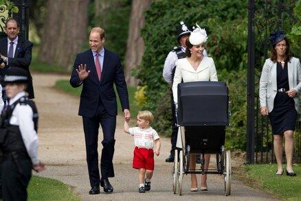 Kate a William dnes pokřtili princeznu Charlotte. Dočkala se Pippa své role kmotry?