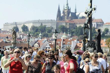 V Praze loni strávili turisté přes 16 milionů nocí: V počtu noclehů předběhla i Vídeň