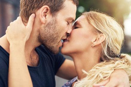 Triky, jak líbat muže, aby se od vás nemohl odtrhnout