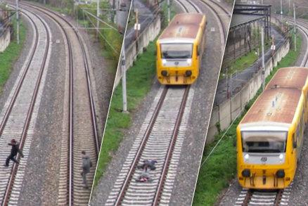 Děti, které si v Ústí nad Labem lehly pod vlak, šokují světová média: Video je patrně podvrh