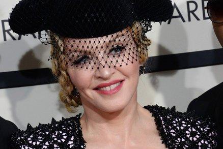 Madonně platili, aby se svlékla. Poznali byste ji na těchto fotografiích?