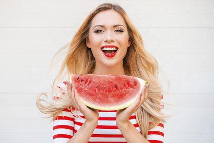 Ovoce není jen k jídlu: Tuhle šťavnatou letní módu si zamilujete!