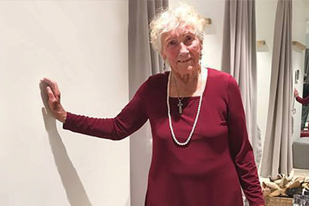 V 93 letech se rozhodla vdát se a prosí o pomoc: Vyberete mi svatební šaty?