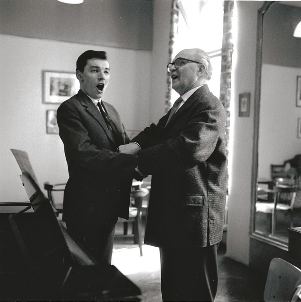 V roce 1962 Stanislav Tereba zachytil Karla Gotta a jeho profesora zpěvu Konstantina Karenina z pražské Konzervatoře.