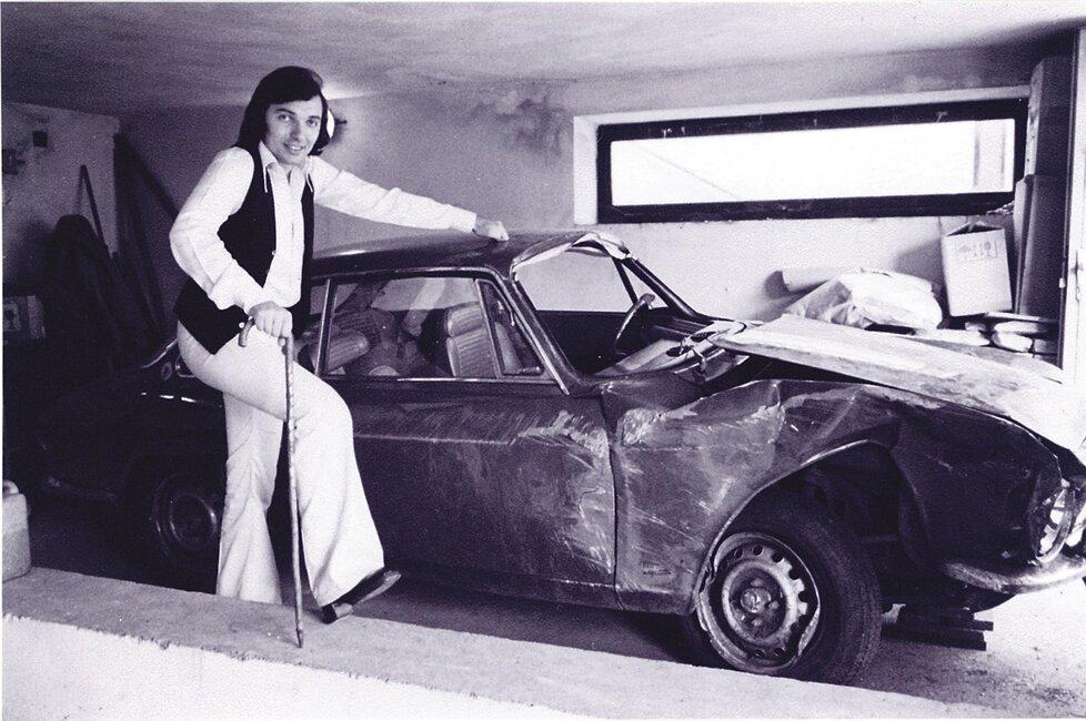 Karel Gott děkuje Alfě Romeo, jějíž pevná konstrukce mu při autonehodě v roce 1976 zachránila život.
