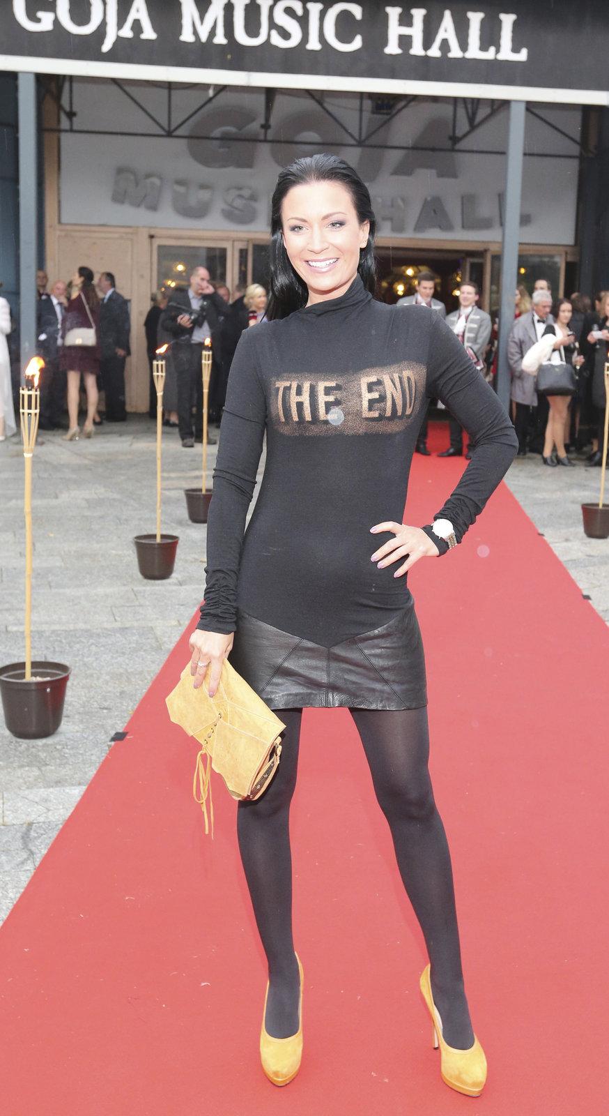 Partyšová absolutně nevystihla závažnost večera a přišla v šílených šatech s nápisem The End.