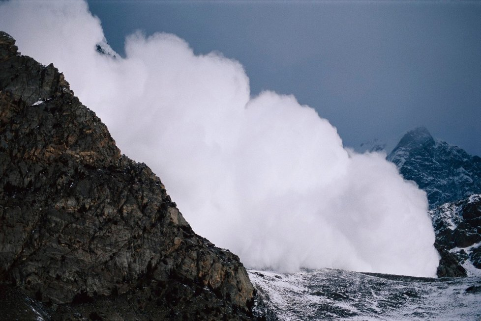Túrám v lavinových terénech musí odpovídat i povinné lavinové vybavení. (Ilustrační foto)