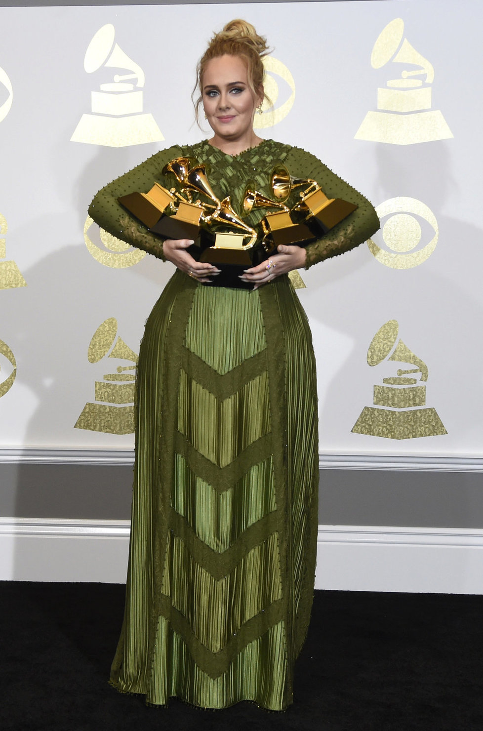 Půvabná Adele získala pět cen Grammy.