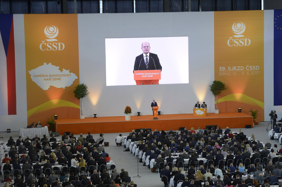 V Brně se koná 39. sjezd ČSSD. Mimo jiné rozhodne o osudu Bohuslava Sobotky jakožto předsedy strany