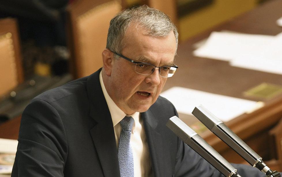 Miroslav Kalousek si ve Sněmovně stěžoval, že Andrej Babiš dal přednost otevření úseku dálnice D3 před jednáním PSP
