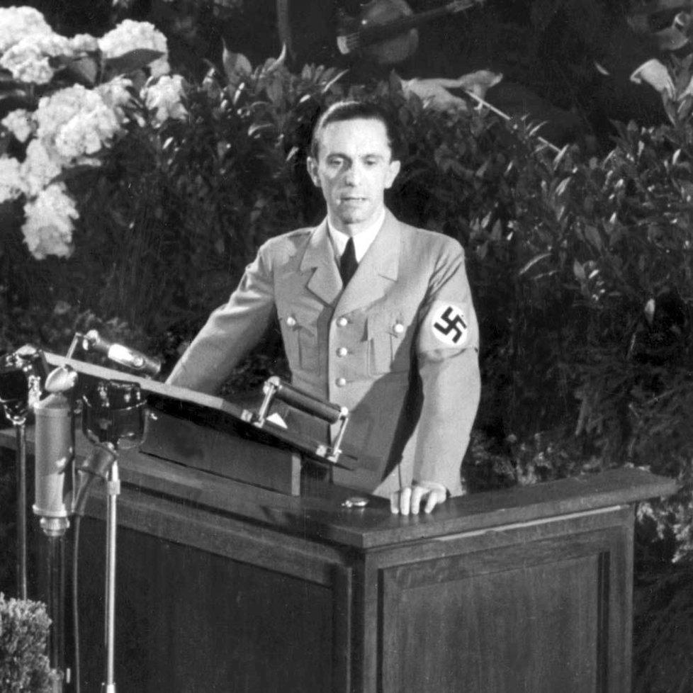 Joseph Goebbels – říšský ministr lidové osvěty a propagandy; gauleiter, tj. vedoucí župy Berlín; jeden z nejbližších důvěrníků Adolfa Hitlera, nadřízený Brunhilde Pomselové od roku 1942.