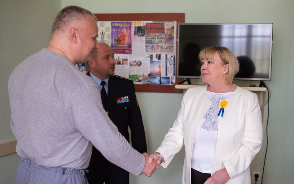 Ivana Zemanová se setkala s vězněm Jiřím Kajínkem