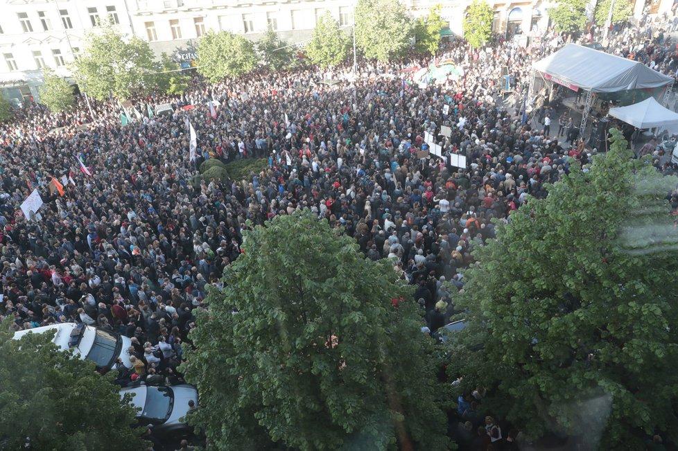 Velká demonstrace proti Andreji Babišovi a Miloši Zemanovi v Praze