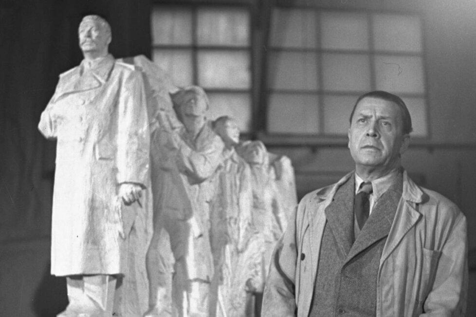 Sochař a autor Stalinova pomníku Otakar Švec.