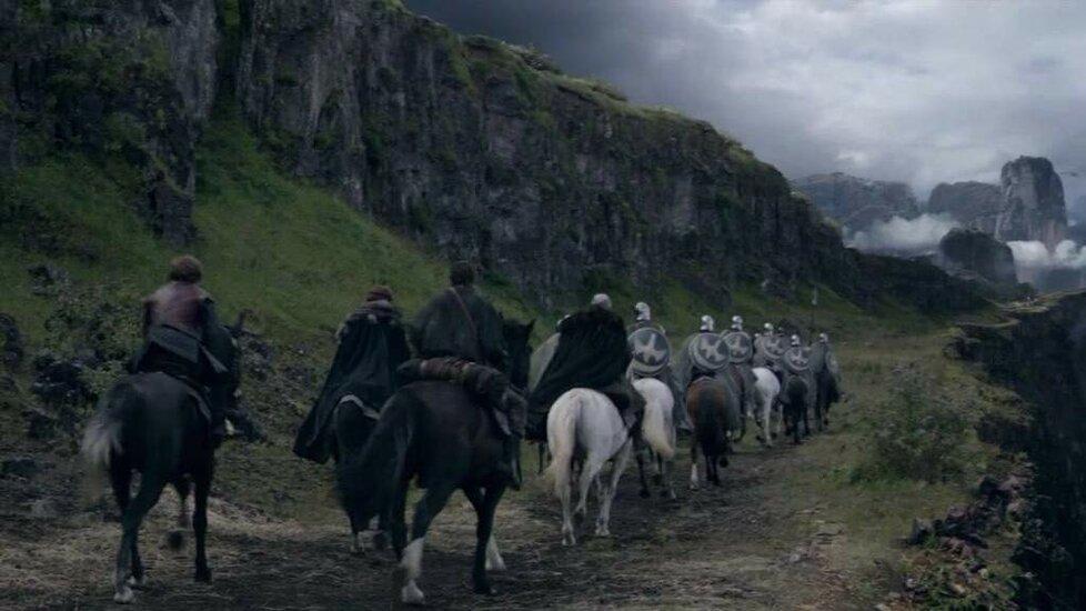 Průsmyk u Orlího hnízda (Eyrie) se natáčel v islandském národním parku Þingvellir nedaleko Reykjavíku.