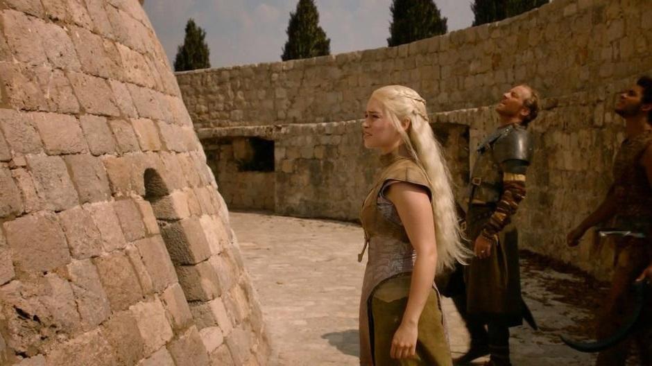 Daenerys u Domu nemrtvých v Qarthu.