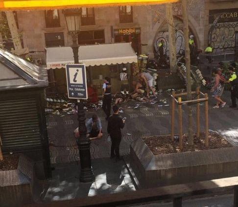 Dodávka vjela v Barceloně do davu lidí.