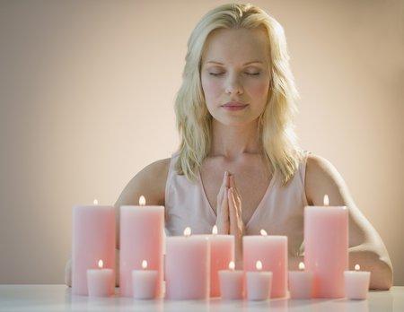 V případě, že nám jde o nefyzickou lásku nebo máme přání související s dětmi, hodí se růžová barva svíčky.