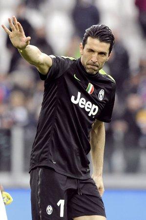Brankář Juventusu Gigi Buffon mohl být po zápase proti Chievu spokojený. Čisté konto sice neudržel, ale jeho Juventus vyhrál 3:1