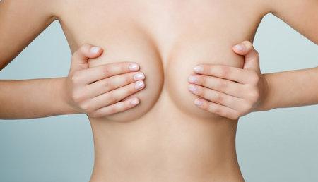 Jestliže chcete mít krásná prsa i ve vyšším věku, musíte posilovat jejich svalstvo.