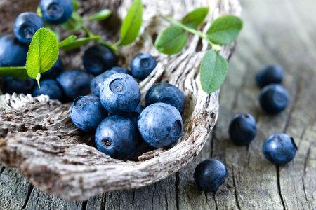 Jednou ze super potravin jsou i borůvky. Nejen, že jsou plné antioxidantů, ale navíc urychlují spalování břišních tuků.