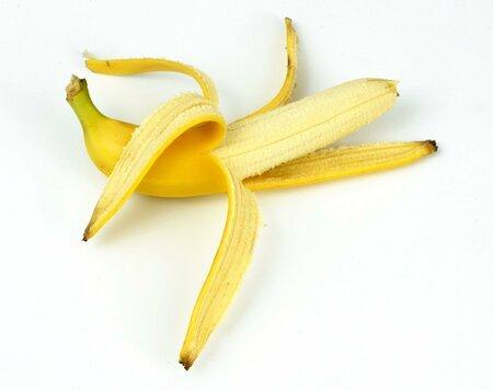 Banány podporují koncentraci mozku, 100 g obsahuje 1,7 mg hormonu serotoninu.