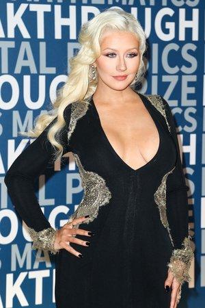 Zpěvačka Christina Aguilera také vsadila na velký výstřih. Na akci rozhodně přitáhla veškerou pozornost.