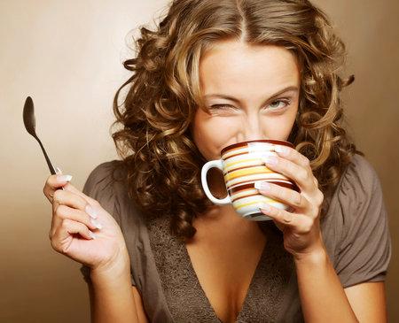 Tělo je schopno přijmout tekutiny i z kofeinových nápojů, pokud je na ně tělo zvyklé.