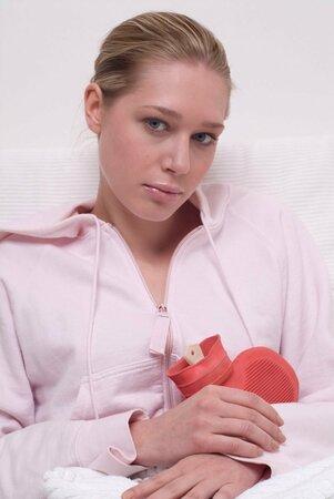 Pokud jsou menstruační bolesti tak silné, že ovlivňují kvalitu vašeho života, vyhledejte gynekologa.