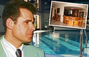 Takhle bydlel kmotr Mrázek: Jeho vila je na prodej!