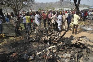 Letadlo omylem bombardovalo uprchlický tábor: Nálet zabil víc než 100 lidí