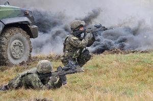 Exšéf armádních skladů nechal střílet firmu místo dělostřelců, dostal podmínku