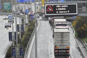 """Válka o kamiony: """"Pokud zakážete vjezd do hlavního města, my do obcí,"""" hrozí starostové pražskému magistrátu"""